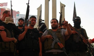 Sunni Muslim gunmen express solidarity with al-Assir in Tripoli, June 23, 2013.