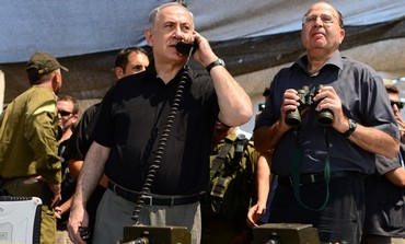 Prime Minister Binyamin Netanyahu talks to Golani officer in the field during exercise, June 26.