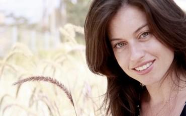 Loren Minsky speaks to Karen Brunwasser, 36, one of the founders of ...