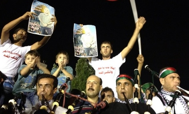 Palestinians celebrate in Ramallah over the release of prisoners by Israel, August 13, 2013.
