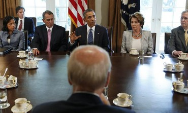 US President Obama (rear C) meets with bipartisan Congressional leaders