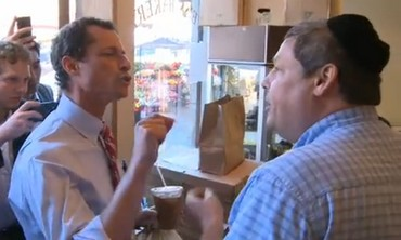 New York mayoral candidate Anthony Weiner in altercation at a Jewish bakery in Brooklyn.