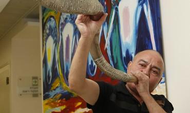 Man blowing shofar after rehabilitation.