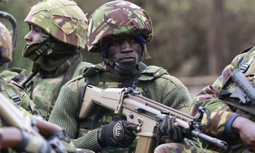 Kenyan soldier arrives at Westgate Mall in Nairobi where terrorists holding hostages, Sept 22