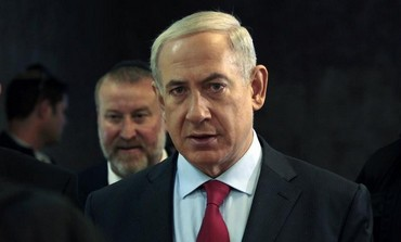 Prime Minister Binyamin Netanyahu arrives at the weekly cabinet meeting, September 17, 2013.