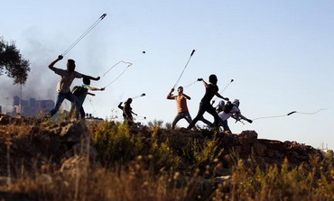 Palestinians hurl slingshots at IDF troops
