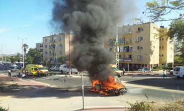 Scene of car bomb in Ashkelon, October 24, 2013