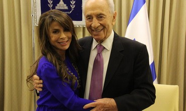 Shimon Peres and US TV Personality Paula Abdul At President's Residence