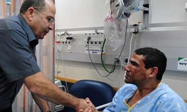 Defense Minister Ya'alon visits soldier wounded in Gaza tunnel explosion.