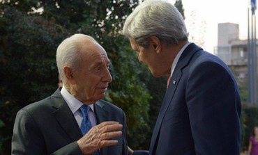 President Shimon Peres with US Secretary of State John Kerry, November 6, 2013.