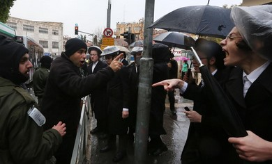Haredim protest the arrest of a yeshiva student for evading IDF service, December 5, 2013.