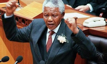 Nelson Mandela addresses parliament in Cape Town, 1997