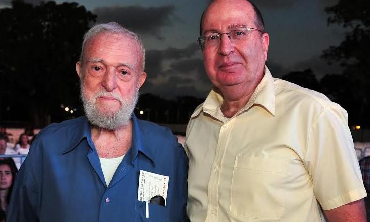 Danny Matt (left) standing next to Defense Minister Moshe Ya'alon.