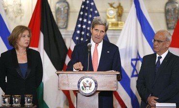 US Secretary of State John Kerry with Tzipi Livni and Saeb Erekat, July 30, 2013.