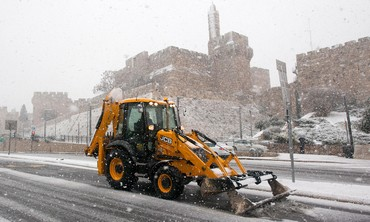 Snow plow in Jerusalem, Dec 12, 2013