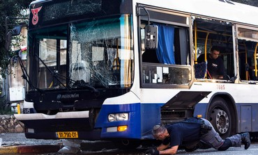 Police bomb experts at the scene of the attempt terrorist attack in Bat Yam, December 22, 2013.