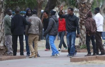 African migrants at Lewinsky Park in Tel Aviv, January 9, 2014.