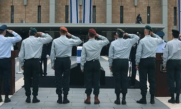 IDF generals salute the coffin of former prime minister Ariel Sharon at the Knesset
