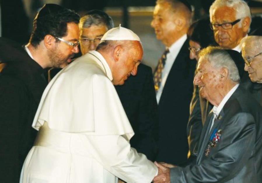 POPE FRANCIS greets Holocaust survivor Eliezer Grynfeld at Yad Vashem on Monday.