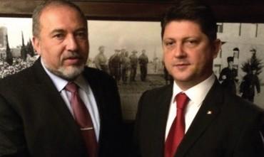 FM Avigdor Liberman meets with his Romanian counterpart Titus Corlatean.