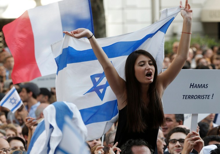 Thousands attend pro-Israel demonstration in Paris
