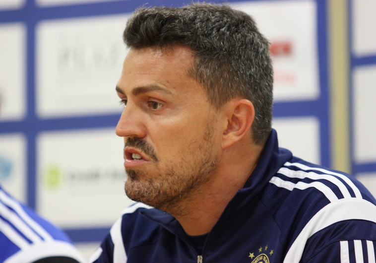 Coach Oscar Garcia left Maccabi Tel Aviv