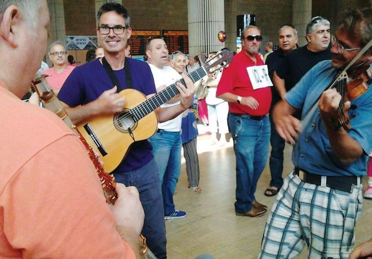 KIezmer musicians at Ben-Gurion Airport