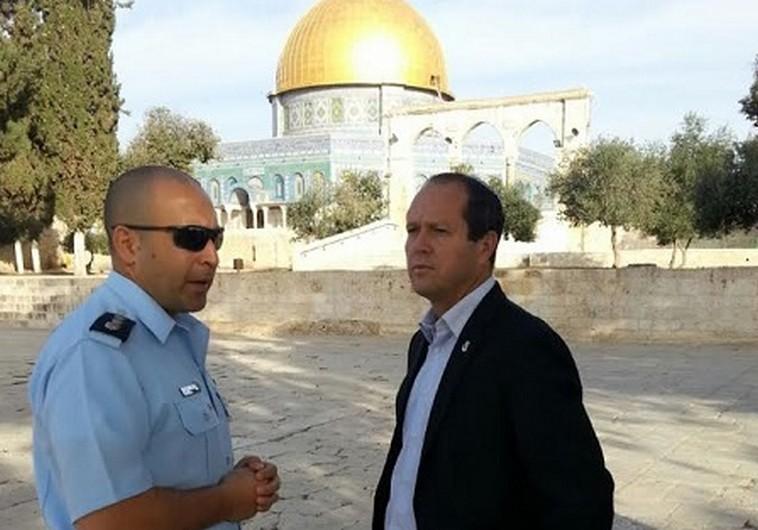 Mayor of Jerusalem Nir Barkat visiting the Temple Mount, October 28, 2014.