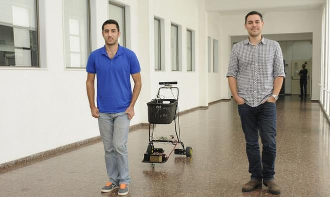 (L to R) Ohad Rusnak and Omri Elmalech with their tracking shopping cart
