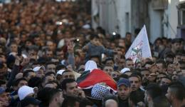 Mourners carry the body of dead Palestinian