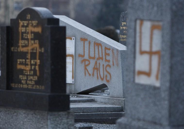Swastika's at Jewish cemetery