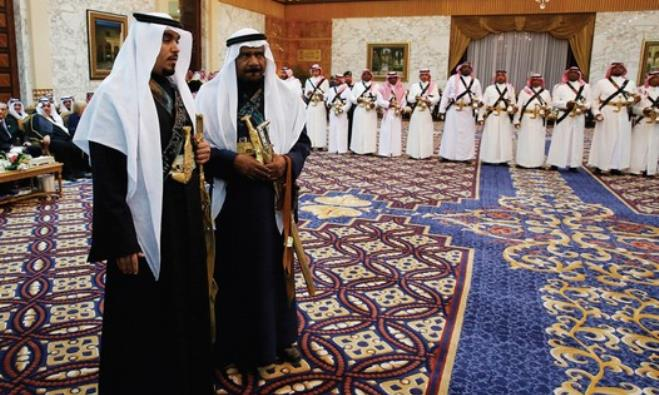 MEMBERS OF the palace staff stand in waiting during Saudi Arabia's King Salman's meeting with Obama