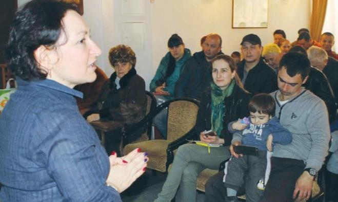 UKRAINIAN REFUGEES receive a briefing on Israel prior to their immigration