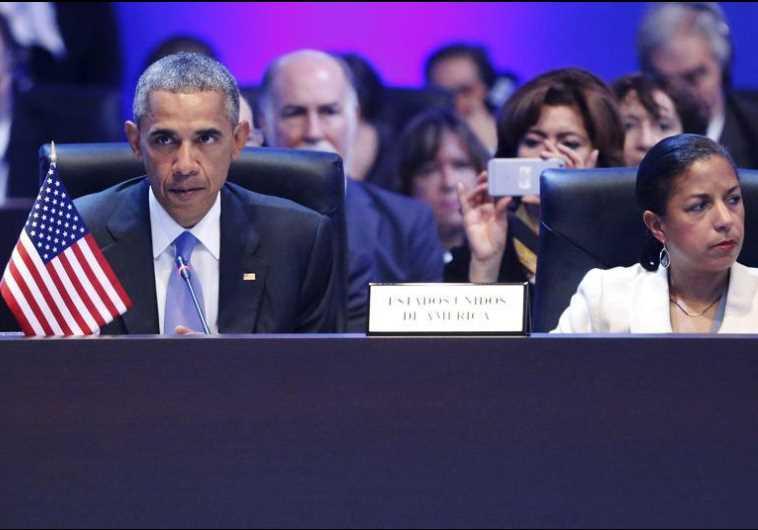 US President Barack Obama (L) and National Security Advisor Susan Rice