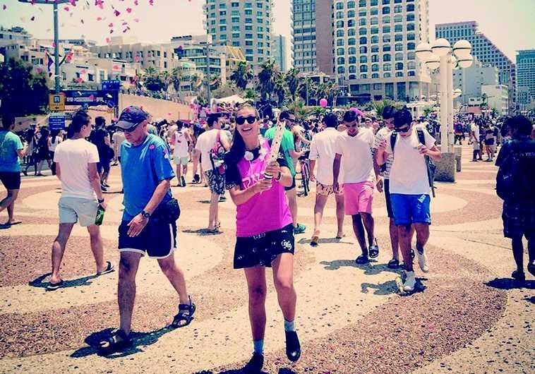 Lisa sur la promenade de Tel-Aviv