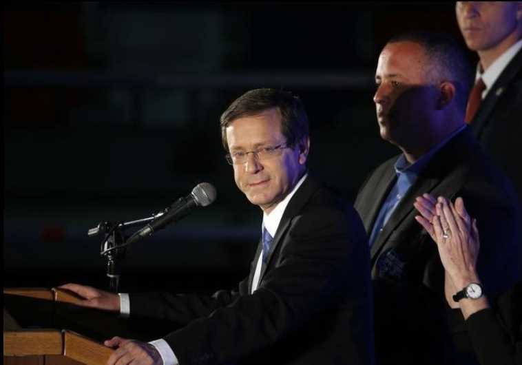 Zionist Union chief Isaac Herzog delivers a speech to supporters