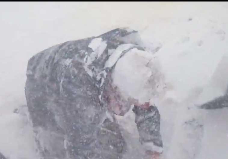 Avalanche in Everest Basecamp
