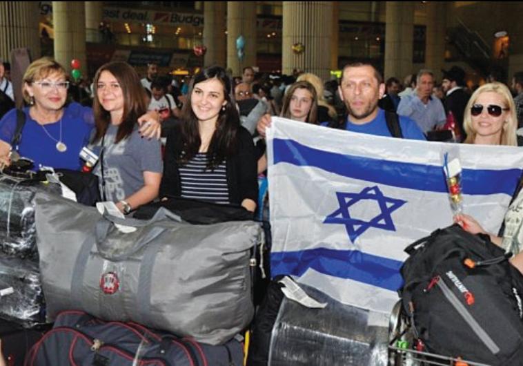 JEWISH IMMIGRANTS from Ukraine arrive at Ben-Gurion Airport in 2012.