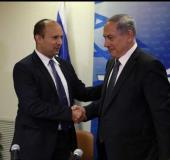 Prime Minister Benjamin Netanyahu (R) shakes hands with Bayit Yehudi chief Naftali Bennett