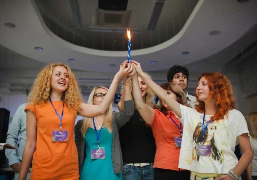 MOLDOVIAN JEWS celebrate Shabbat at Limmud FSU conference last year.