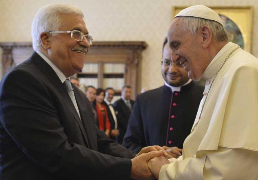 Pope Francis (R) shakes hands with Palestinian Authority chief Mahmoud Abbas in the Vatican