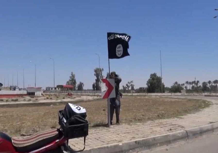 ISIS flag flying in Ramadi Iraq