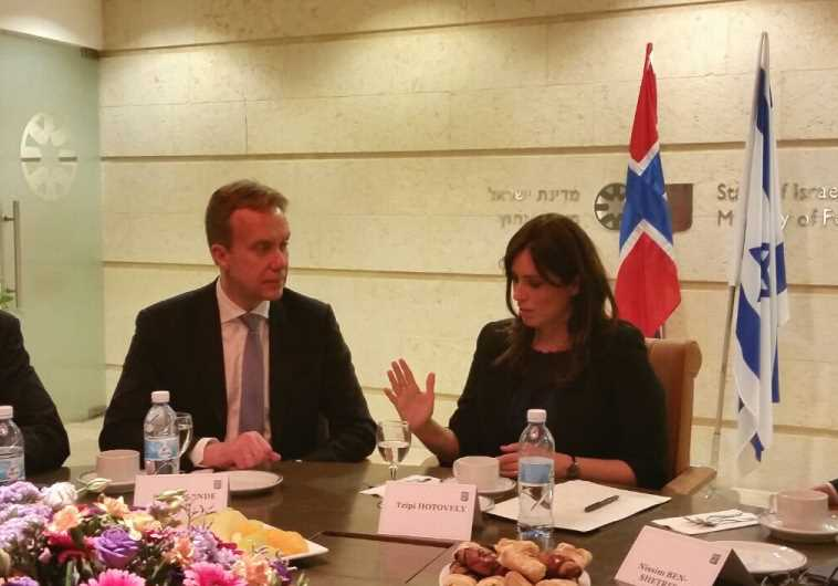 Norway's FM Borge Brende (right) with Deputy FM Hotovely