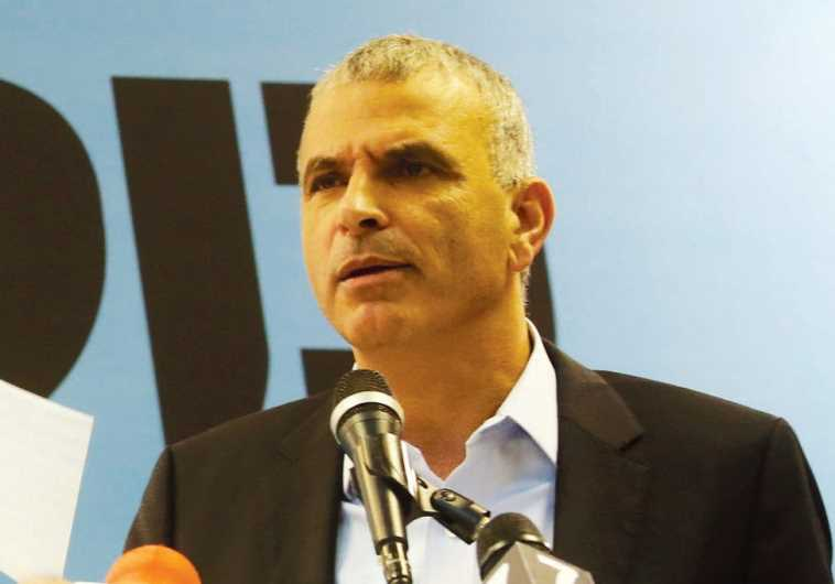 With looming budget cuts, Kahlon, haredim clash over promises