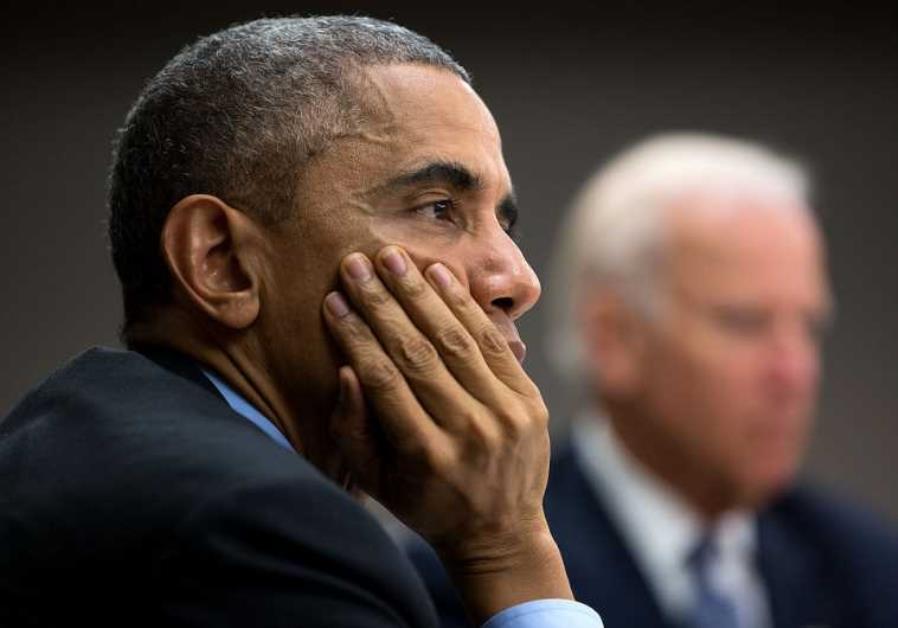 US President Barack Obama (L) and Vice President Joe Biden