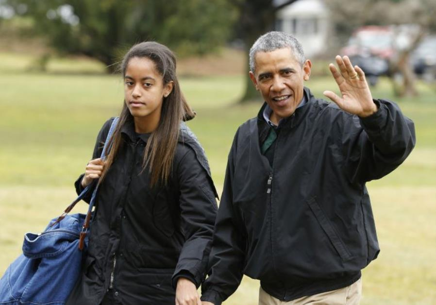US President Barack Obama (R) and his daughter, Malia