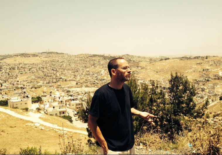 IR AMIM researcher Aviv Tatarsky guides journalists