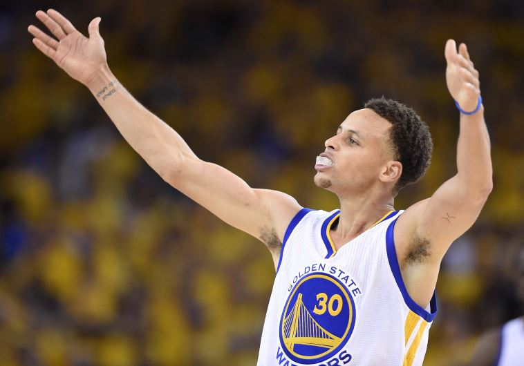 Golden State Warriors guard Stephen Curry celebrates his team's victory in Game 5 against Cleveland