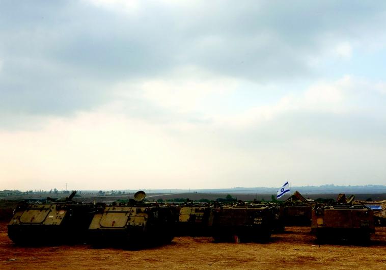 Chars israéliens aux abords de la bande de Gaza