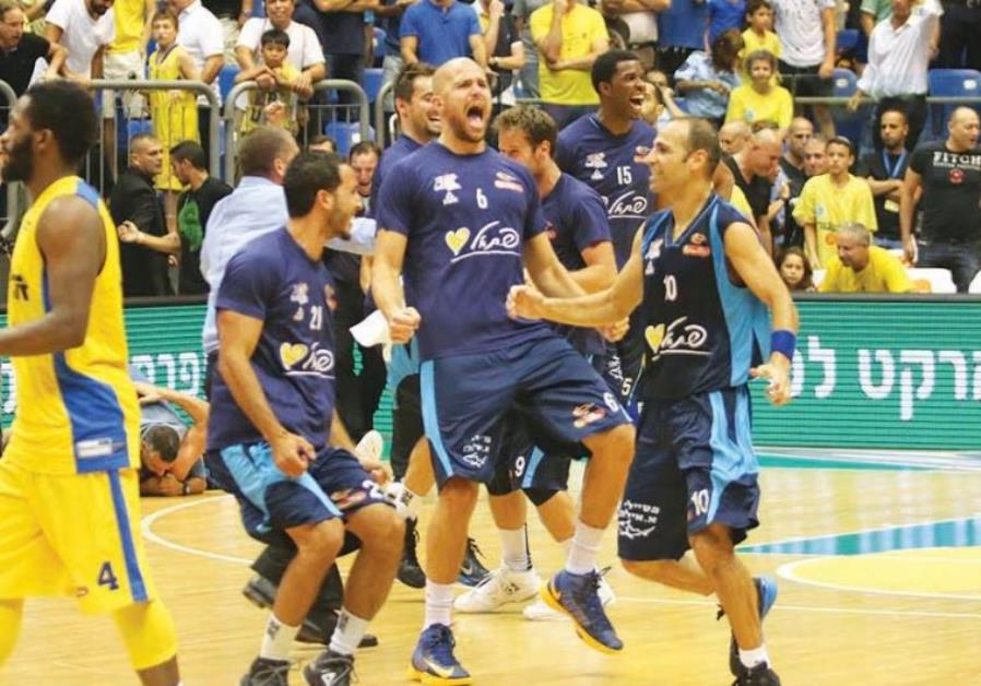 Hapoel Eilat celebrating